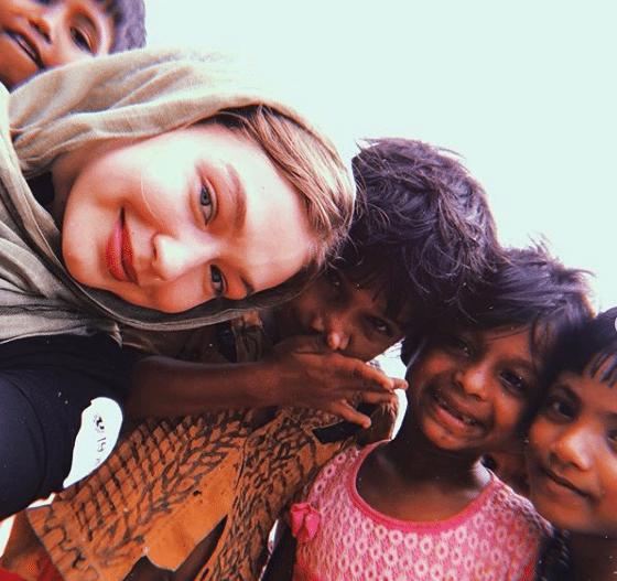 Gigi Hadid with refugee children in Bangladesh (Photo: @gigihadid/Instagram)