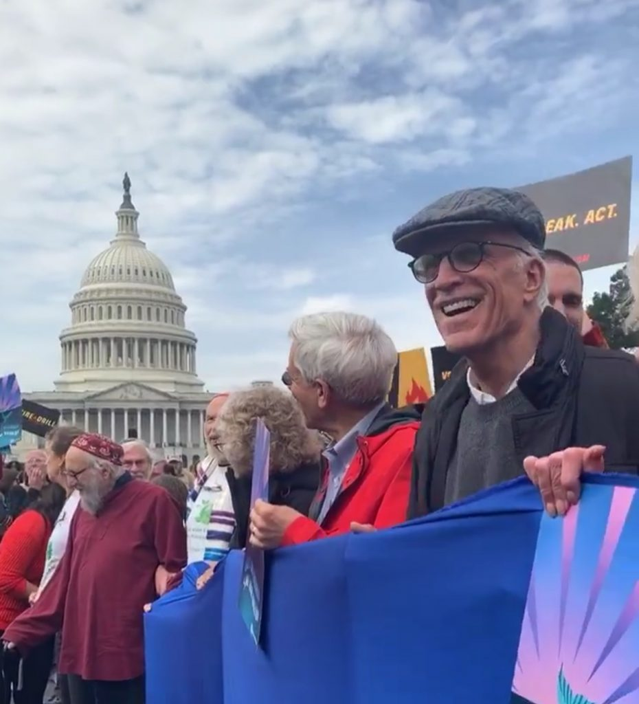 Ted Danson taking part in the climate protest before his arrest. (Photo: @firedrillfriday/Instagram)
