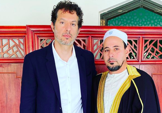 Madonna and U2 manager Guy Oseary meets with the Muslim community in Christchurch, New Zealand (Photo: @guyoseary/Instagram)