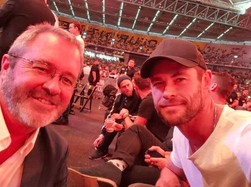 Chris Hemsworth with Omaze winner Troy S. from Colorado (Photo: omaze.com)