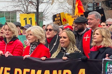 Taylor Schilling and Kyra Sedgwick join Jane Fonda at climate protest (Photo:@kikkosedg/Instagram)