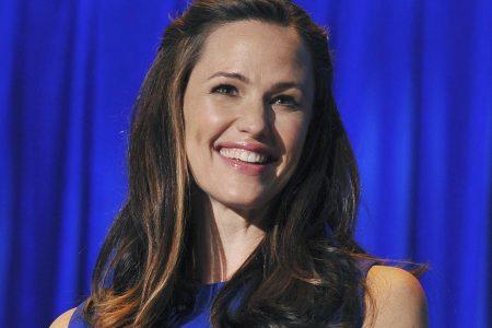 #heyjenlookatme: Actress Jennifer Garner asks fans to share videos of their cancelled performances