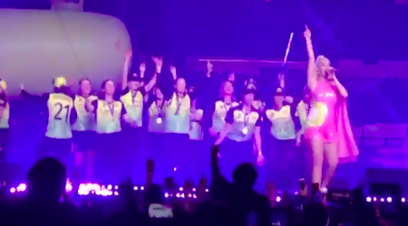 Aussie women's cricket team on stage with Katy Perry at T20 World Cup (Photo via Twitter)
