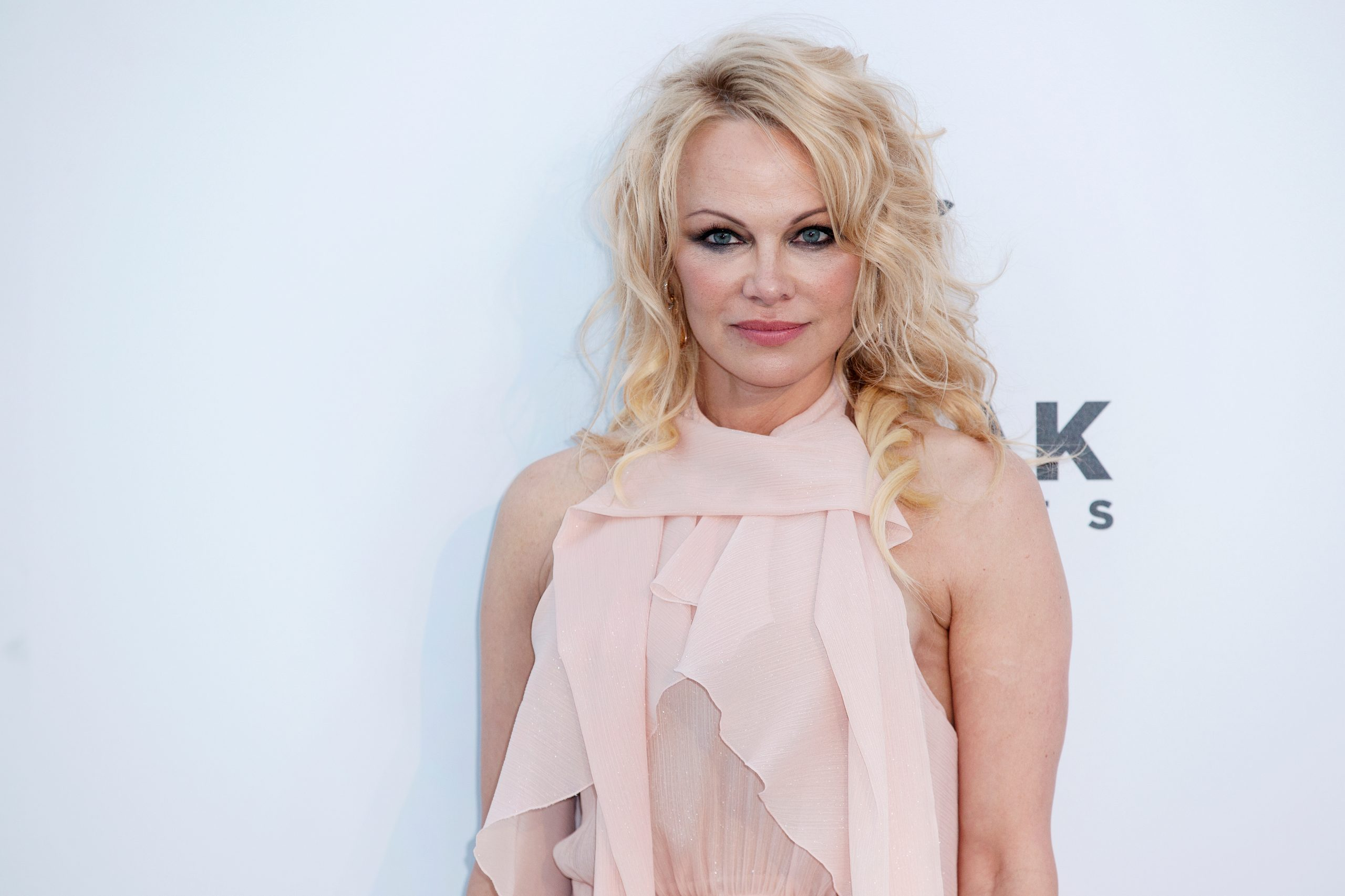 Pamela Anderson launches vegan handbag collection. (Photo: Andrea Raffin/ Shutterstock.com)