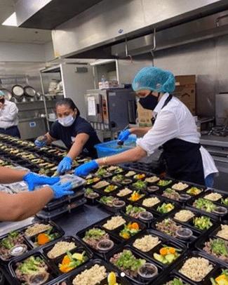 Meghan preparing meals at Homeboy Industries (Photo: @HomeboyIndustries/Instagram)