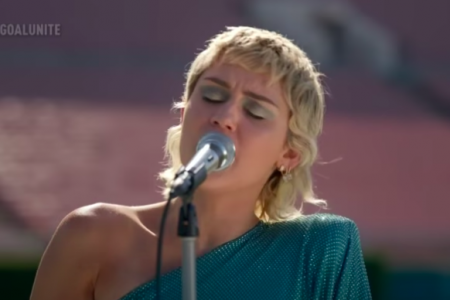 "Miley Cyrus performs at the Global Citizen ""United for Our Future"" concert. (Photo: @GlobalCitizen/YouTube)"