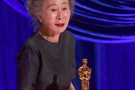 Yuh-Jung Youn accepting her Oscar award, photo courtesy @ABCNetwork/Instagram